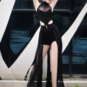 Black Dress With Long Trailing 8553